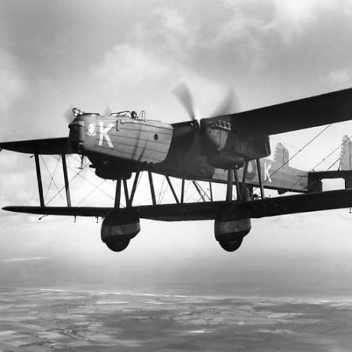 Handley Page Heyford IA of 10 Squadron flying from RAF Catfoss, 1935